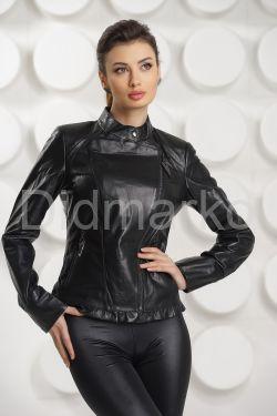 Кожаная куртка с узором на спине