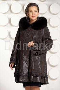 Трапециевидное замшевое пальто