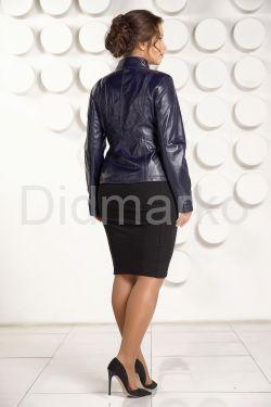 Короткая кожаная куртка для женщин черного цвета