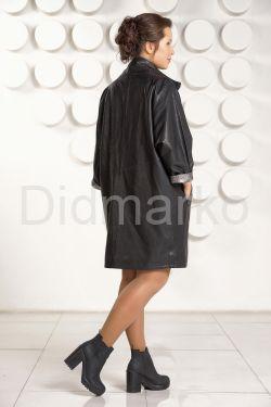 Модный кожаный плащ с серебристым воротом