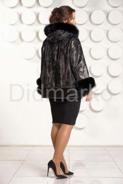 Демисезонная кожаная куртка с  капюшоном больших размеров