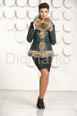 Кожаная куртка с мехом волка