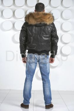 Мужской кожаный пуховик с мехом енота
