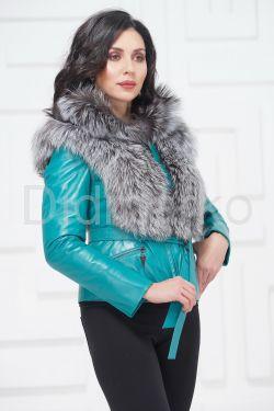 Красивая куртка бирюзового цвета