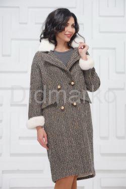 Двубортное пальто с мехом норки