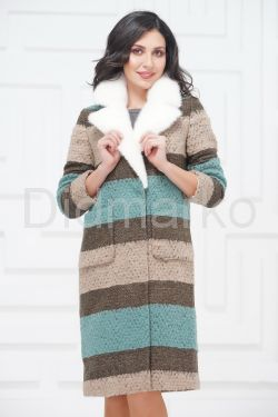Буклированное пальто с воротником из меха норки