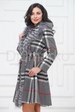 Красивое пальто с мехом чернобурки