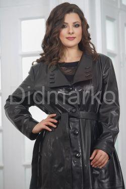 Красивое кожаное пальто со сменными воротниками