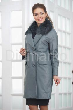 Двубортное кожаное пальто с меховым воротником