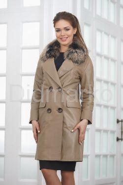 Светлое кожаное пальто