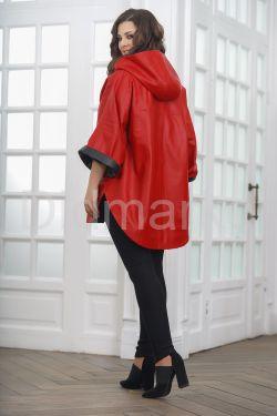 Кожаное пончо с укороченными рукавами красного цвета