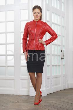 Короткая кожаная женская куртка на молнии