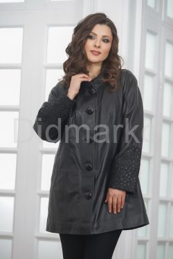 Удлиненная кожаная куртка на пуговицах