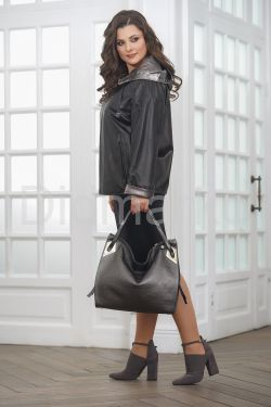 Короткая кожаная куртка с капюшоном больших размеров