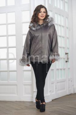 Просторная и комфортная куртка из натуральной кожи