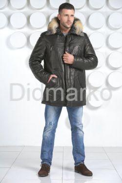 Молодежный кожаный пуховик с оторочкой из меха волка