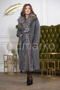 Длинное пальто с мехом чернобурки
