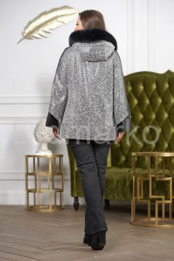 Женская замшевая куртка с капюшоном