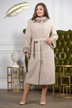 Светлое длинное пальто больших размеров