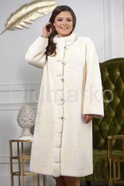 Светлое женское пальто с оторочкой меха норки