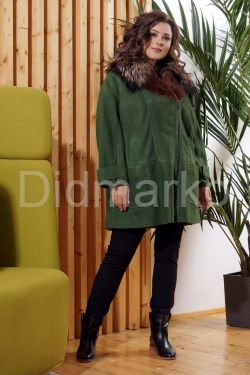 Женская дубленка зеленого цвета с воротником из меха лисы