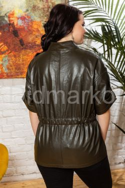 Весенняя кожаная куртка в стиле сафари