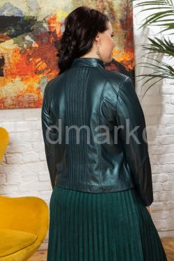 Изумрудная короткая кожаная куртка