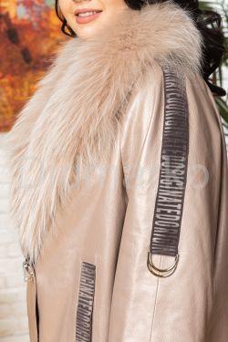 Удлиненная кожаная куртка с мехом енота