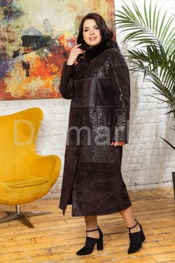 Длинное пальто из замши темного пурпурного цвета