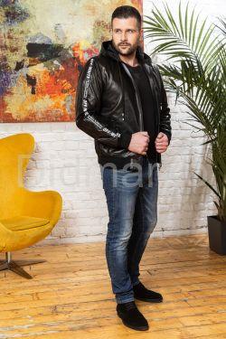 Стильный мужской кожаный бомбер с капюшоном
