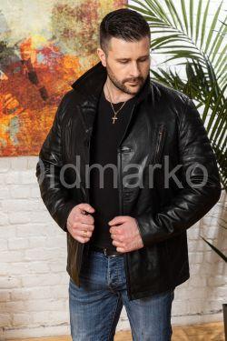 Мужская кожаная куртка на пуговицах с нагрудными карманами