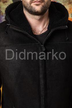 Удлиненная замшевая мужская дубленка с капюшоном