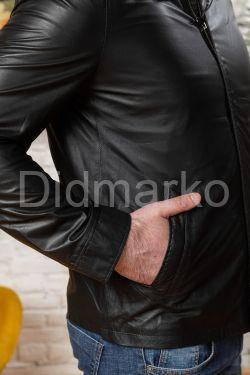 Мужская облегченная кожаная куртка черного цвета