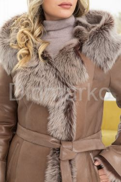 Красивая зимняя дубленка