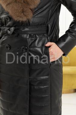 Утепленное кожаное пальто с меховым воротом