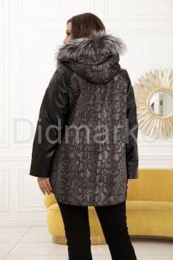 Демисезонная кожаная куртка с принтом питона