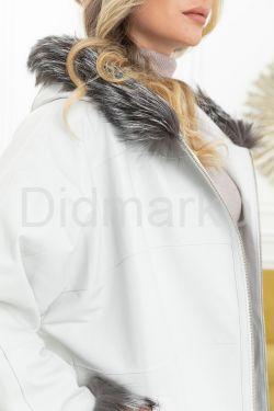 Белоснежная кожаная  куртка с капюшоном