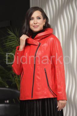 Красная кожаная куртка косуха с капюшоном