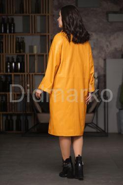 Желтый двубортный кожаный плащ на весну