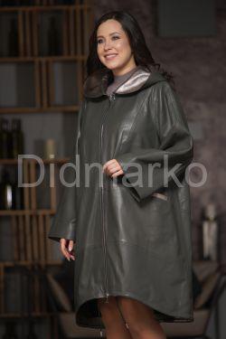 Стильный кожаный плащ с капюшоном цвета оливы