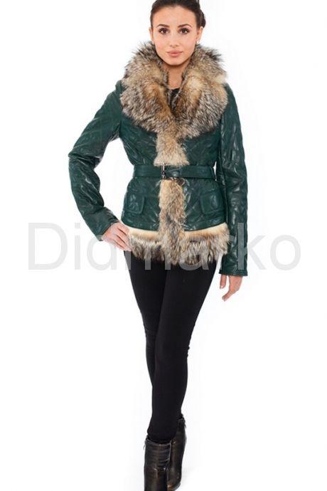 Кожаная куртка с мехом волка. Фото 1.