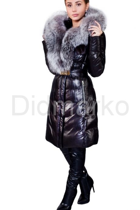 Красивый пуховик черного цвета. Фото 1.