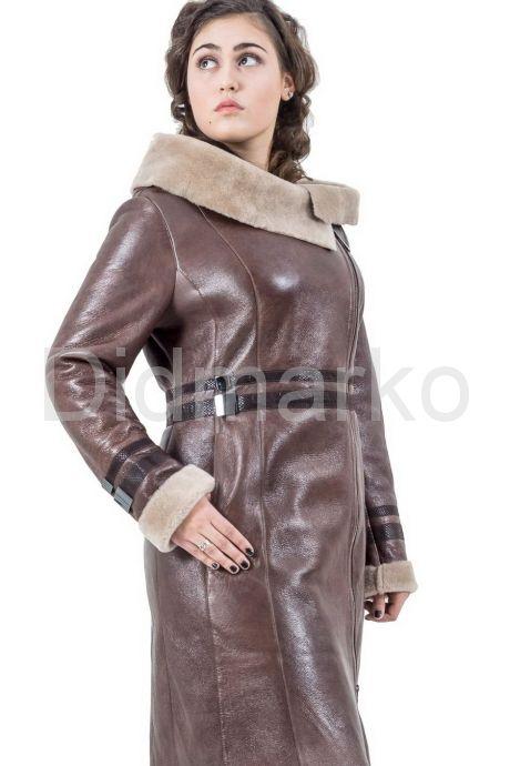 Женская дубленка коричневого цвета на молнии. Фото 1.