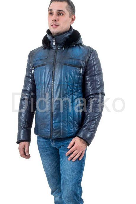 Мужской кожаный пуховик с принтом синего цвета. Фото 1.