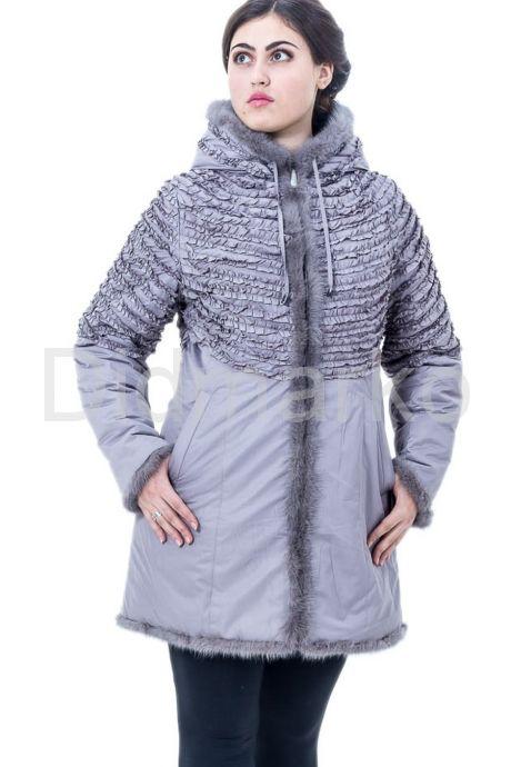 Удлиненная куртка жемчужного цвета. Фото 1.