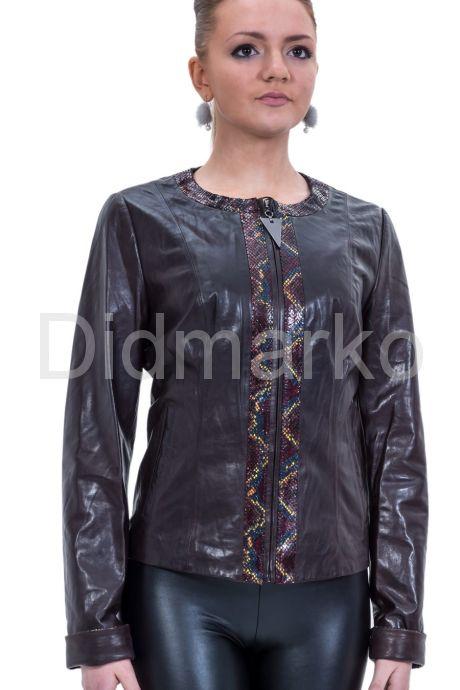 Весенняя кожаная куртка шоколадного цвета. Фото 1.