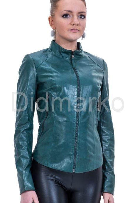 Изящная кожаная куртка с узором на спине. Фото 1.