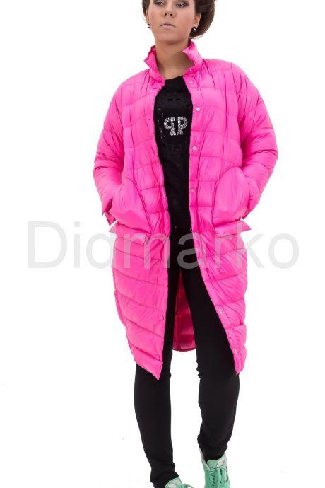 Современный облегченный пуховик розового цвета. Фото 2.