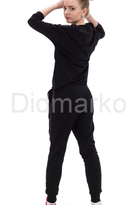 Молодежный спортивный костюм черного цвета с рисунком. Фото 3.