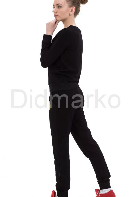 Стильный спортивный костюм черного цвета. Фото 3.